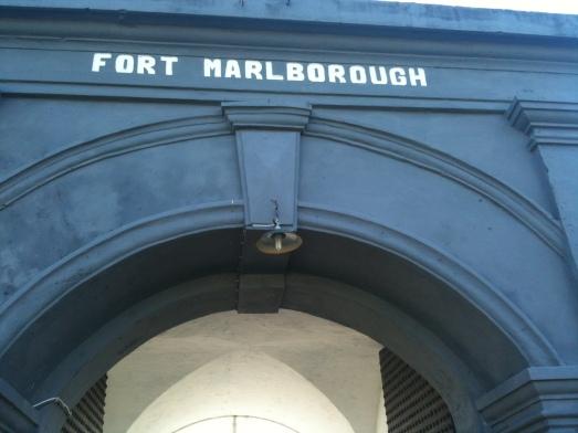 Pintu gerbang FM